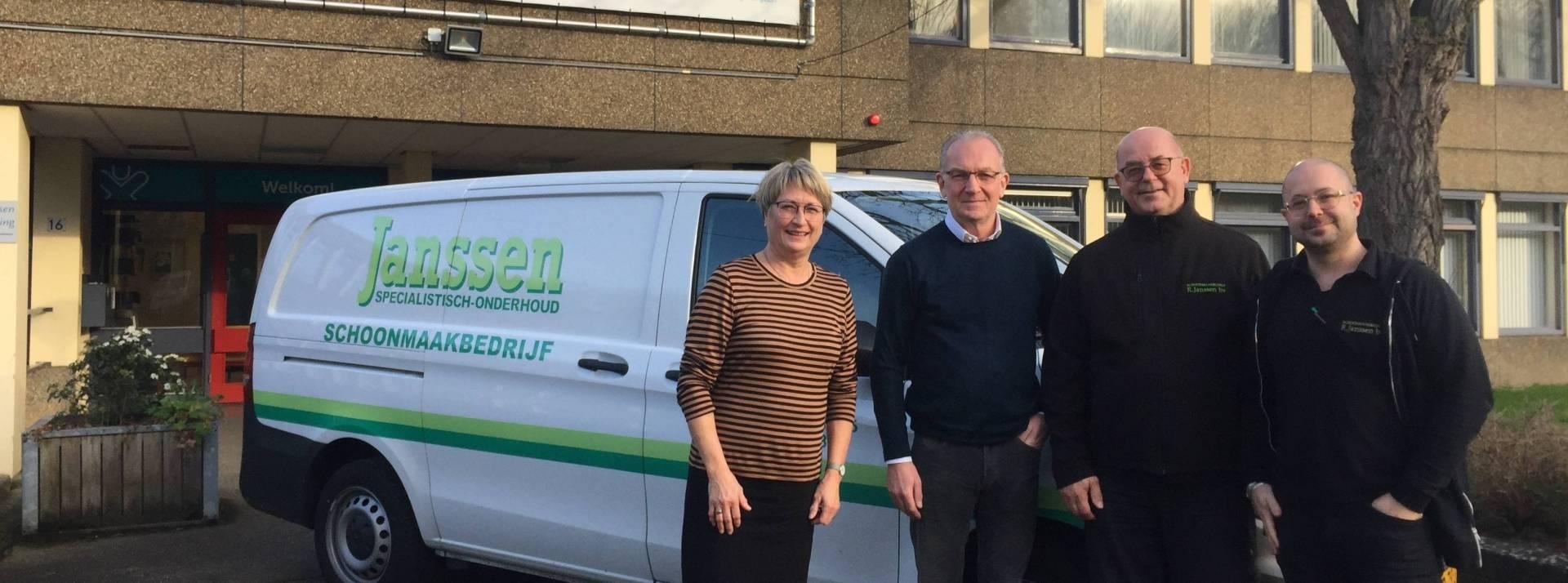 Schoonmaakbedrijf Janssen biedt cheque aan